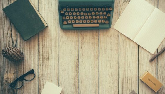 typewriter-desk - pixababy free photo