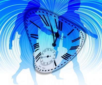 time-travel-couple-746544_1920-pixabay